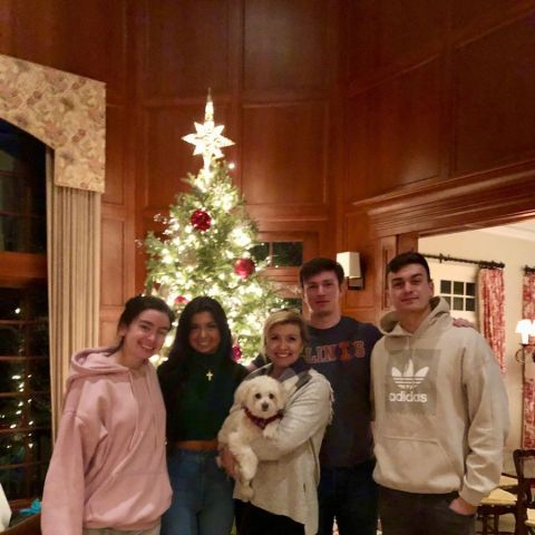 Allison Rosati and her kids wishing Christmas 2019.