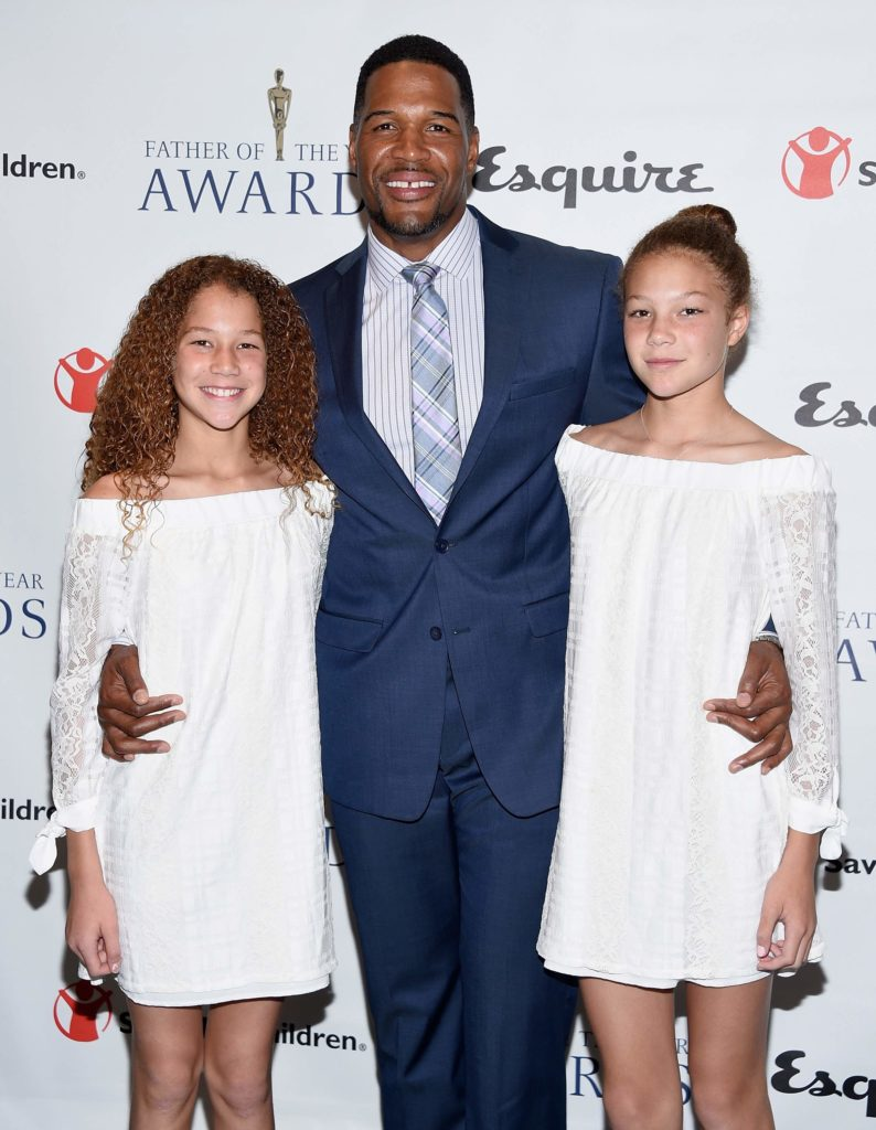 Michael Strahan with his two daughters.