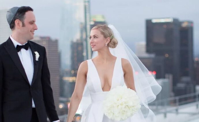 Noah Galuten and wife Iliza Shlesinger on their wedding day.