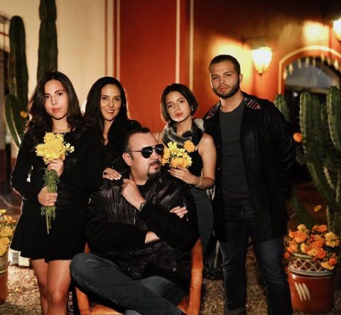 Aneliz Aguilar with her family.