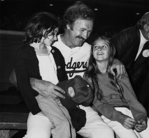 Gene Hackman with his two daughters.